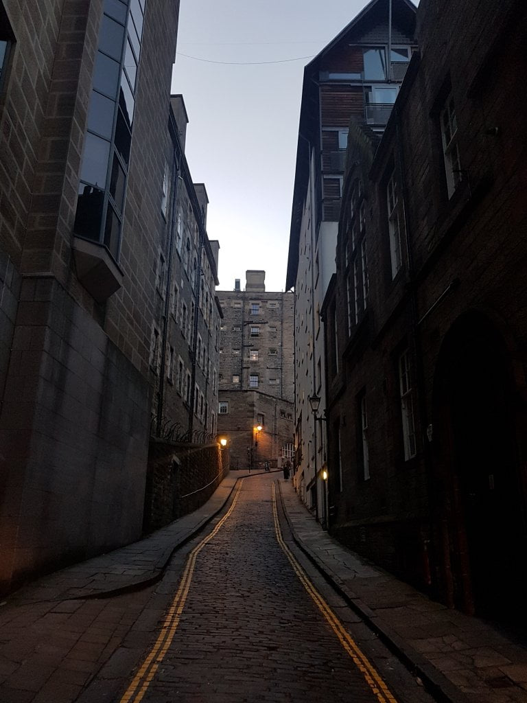 "Il tour ""Underground City of the dead ghost"" nei vicoli della old town di Edimburgo."