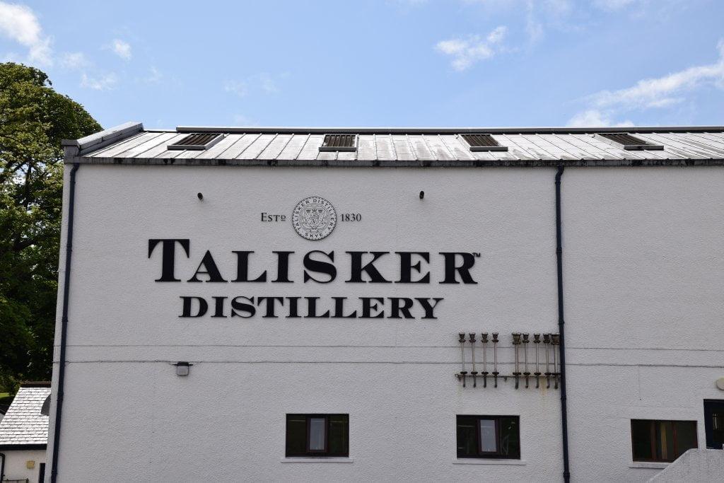 Cosa vedere sull'isola di Skye: sicuramente la distilleria Talisker (nella foto: ingresso distilleria)