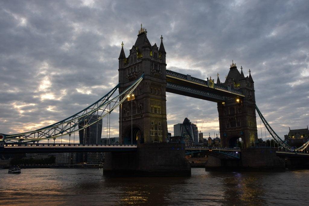Tower Bridge al tramonto, il famoso ponte di Londra.