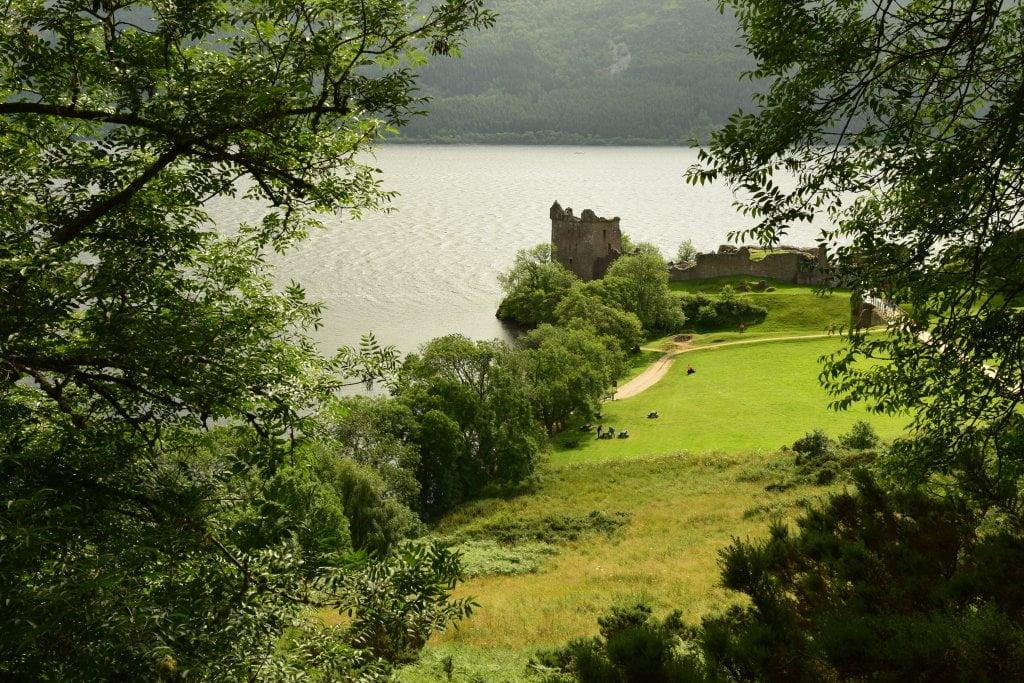 L'Urquhart Castle che si affaccia su Loch Ness, il lago più famoso della Scozia.