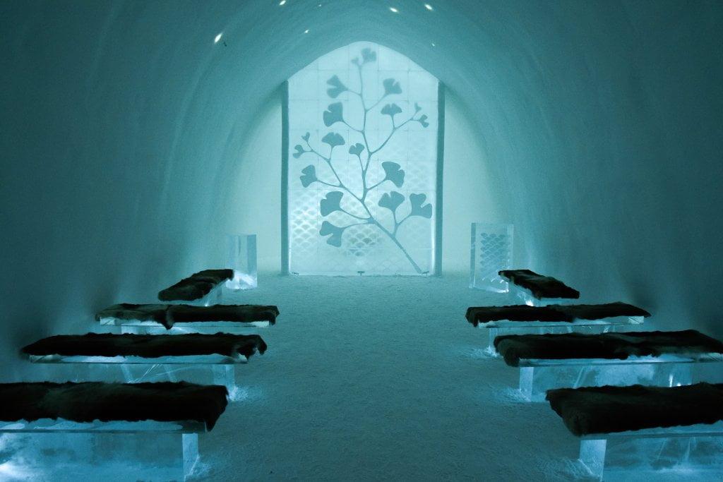 Ice Hotel: la chiesetta di ghiaccio all'interno dell'Ice hotel.