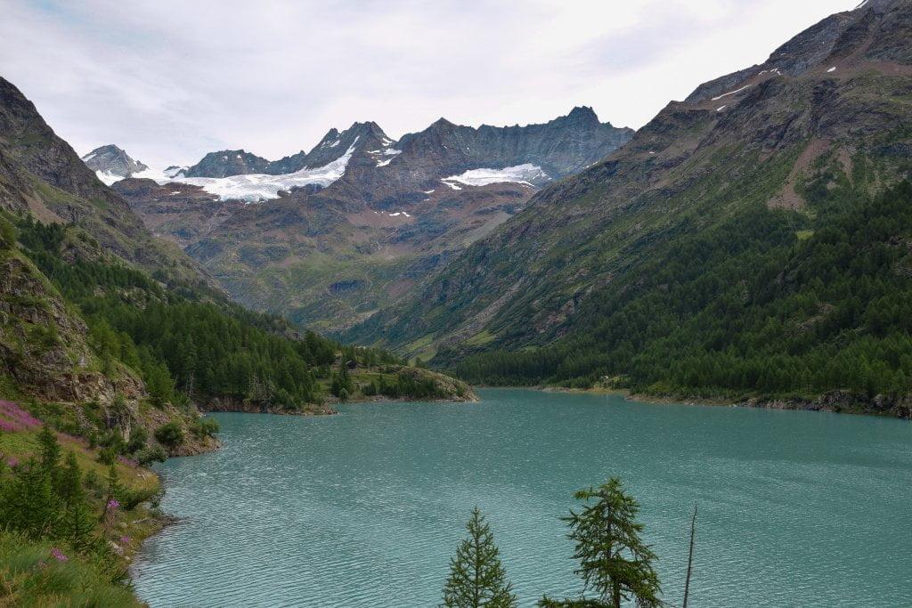 Escursione in valle d'Aosta: il lago vicino al rifugio Prarayer.