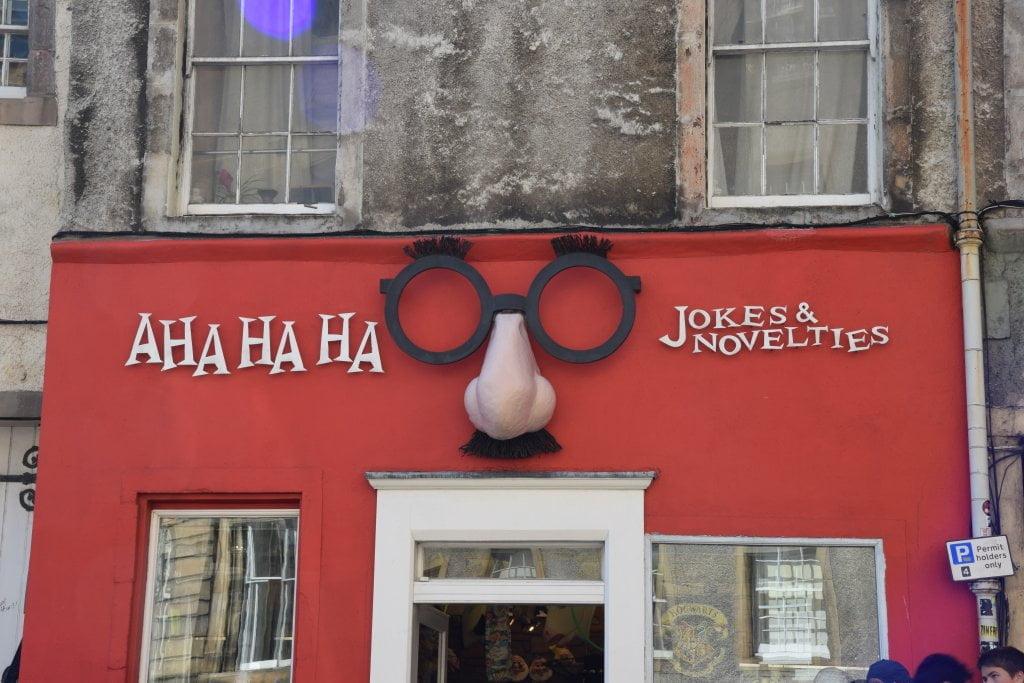 Il negozio di scherzi Aha ha ha Jokes & Novelties: i tiri vispi Wesley in Harry Potter.