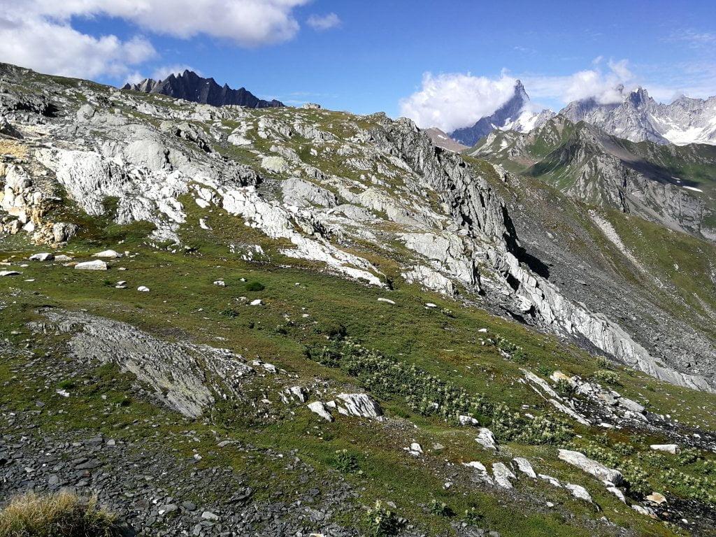 Trekking in valle d'Aosta lungo il sentiero verso i laghi di Fenêtre.