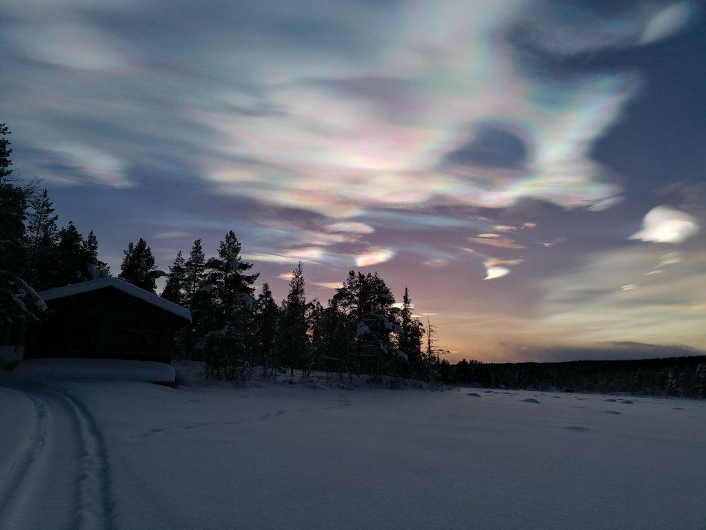 Le nuvole madreperlacee che abbiamo visto durante una delle attività invernali in Lapponia.