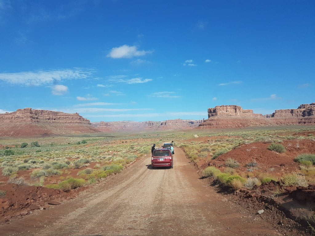 Road trip negli USA: Valley of the Gods in automobile.