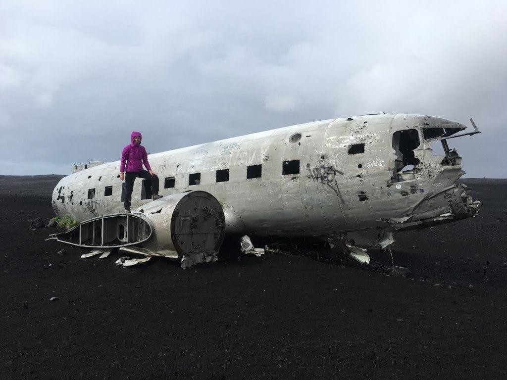 Quarta tappa del nostro viaggio in Islanda: Ciarly sull'aereo abbandonato in Islanda.