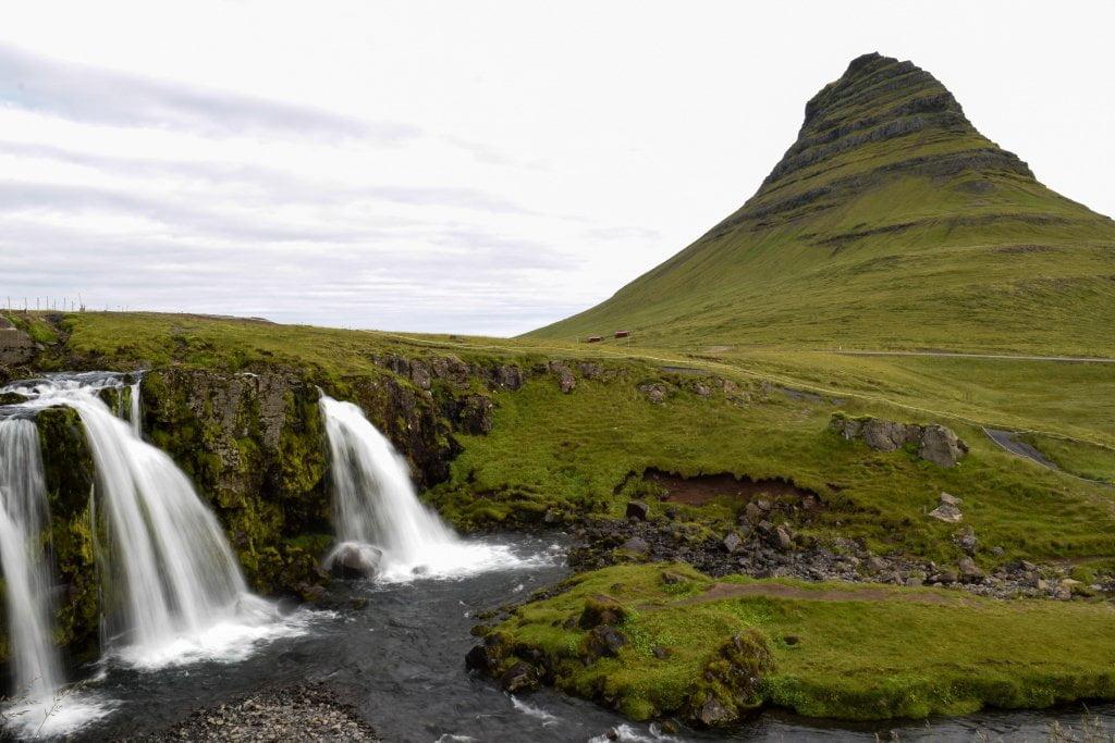 Cosa vedere in Islanda:il monte Kirjufell e le cascate.