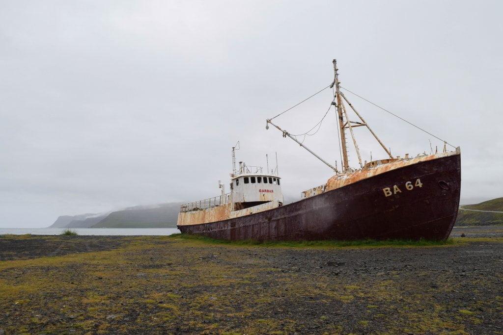 Cosa vedere in Islanda: la nave spiaggiata Garðar BA 64.
