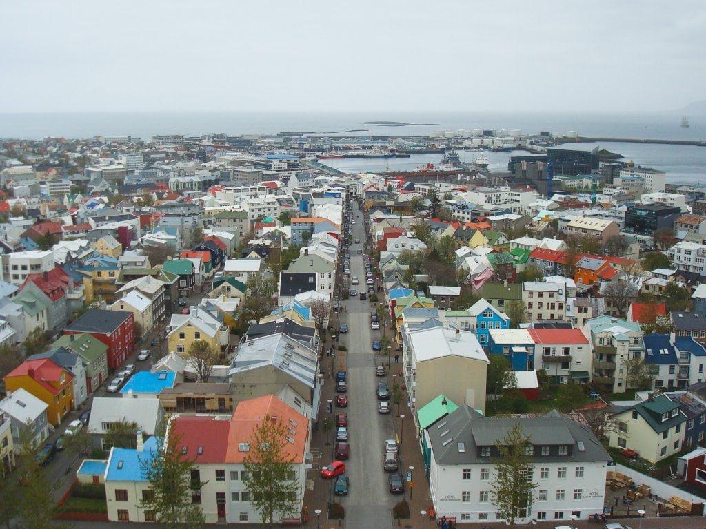 Prima tappa nel nostro viaggio in Islanda. Reykjavik dall'alto: case colorate