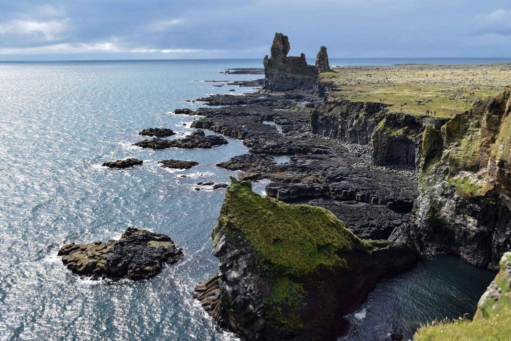 Cosa vedere in Islanda: le scogliere che si trovano a Djúoalònssandur beach.