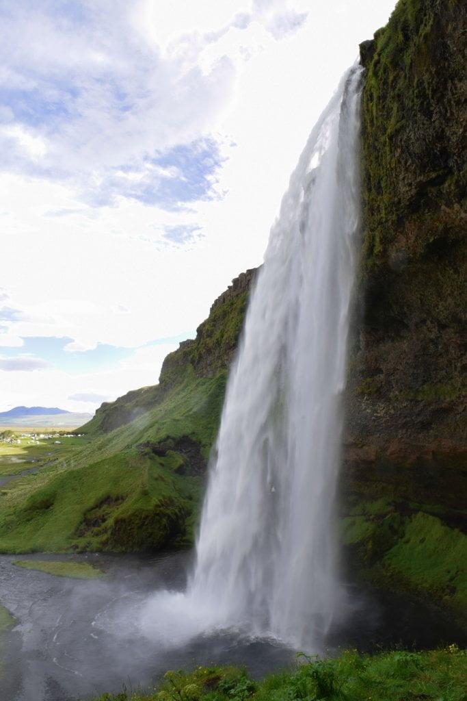 Terza tappa del nostro viaggio in Islanda: La bellissima cascata di Skogafoss.