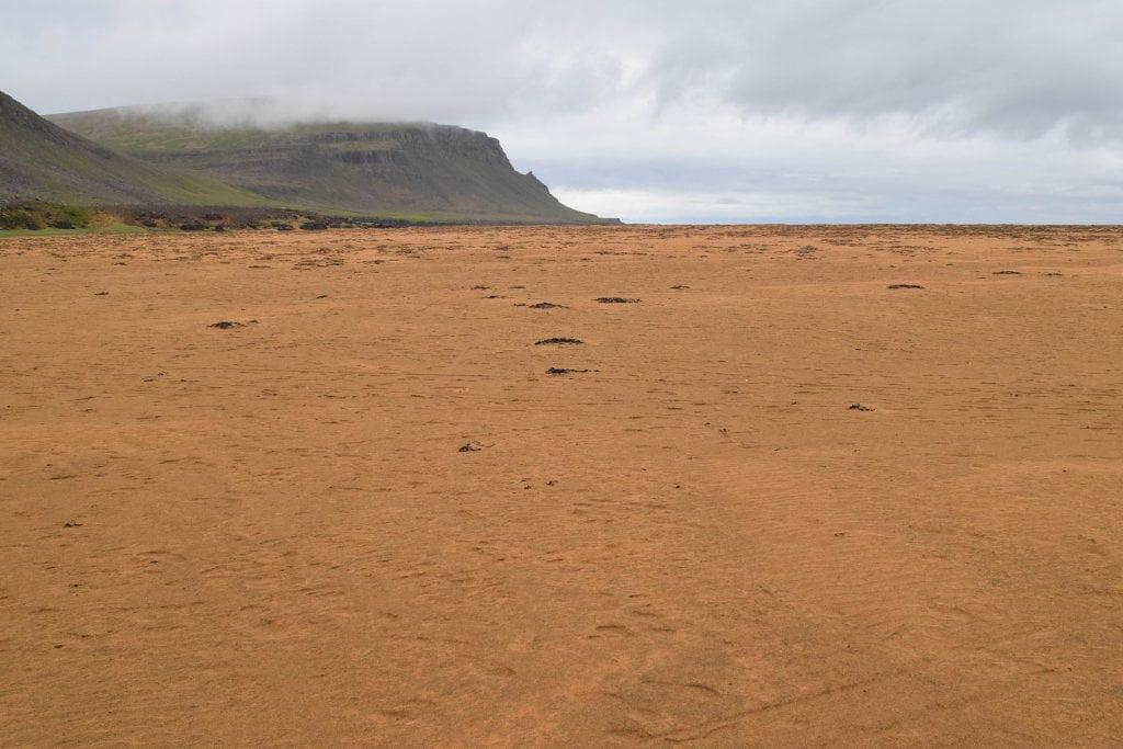 La bellissima spiaggia rossa di Rauðisandur.