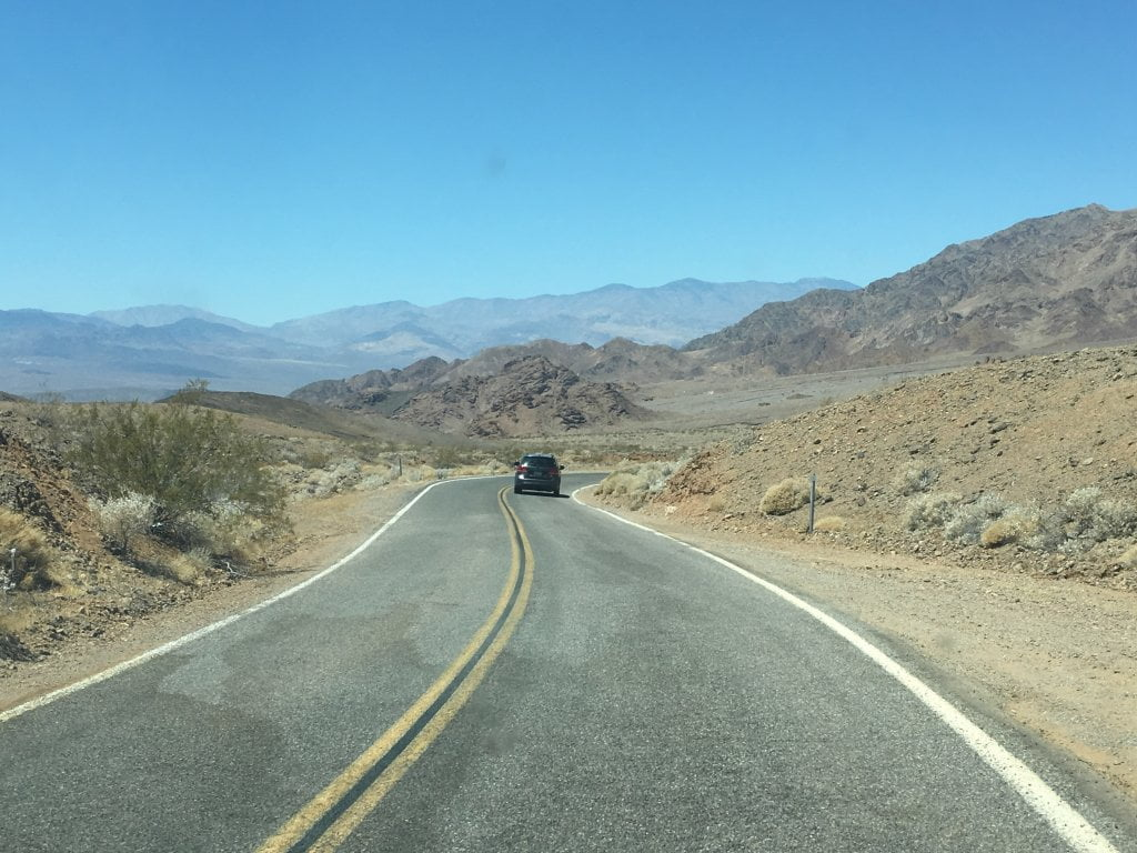 USA on the road: sulla strada all'interno della Death Valley, in Nevada.