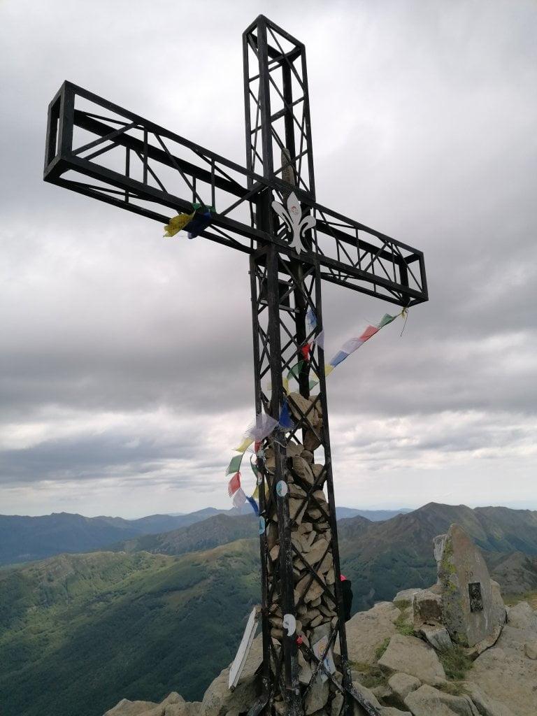 Sentieri appennino tosco-emilino: la croce del monte Giovo