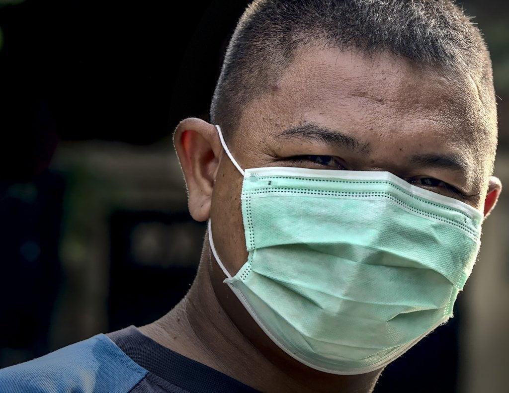 Foto esempio. Uomo con mascherina.