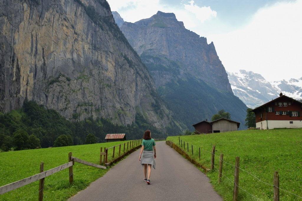 Ciarly a passeggio a Lauterbrunnen.
