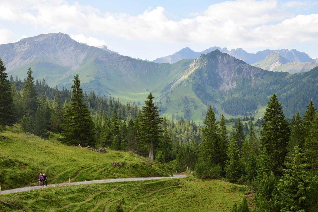 Le montagne intorno a Malbun.
