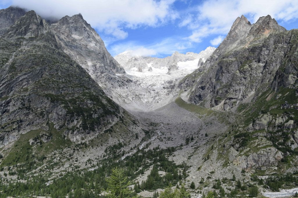 Le vallate più belle della Valle d'Aosta: la Val Ferret, lungo il sentiero dopo il rifugio Elena.