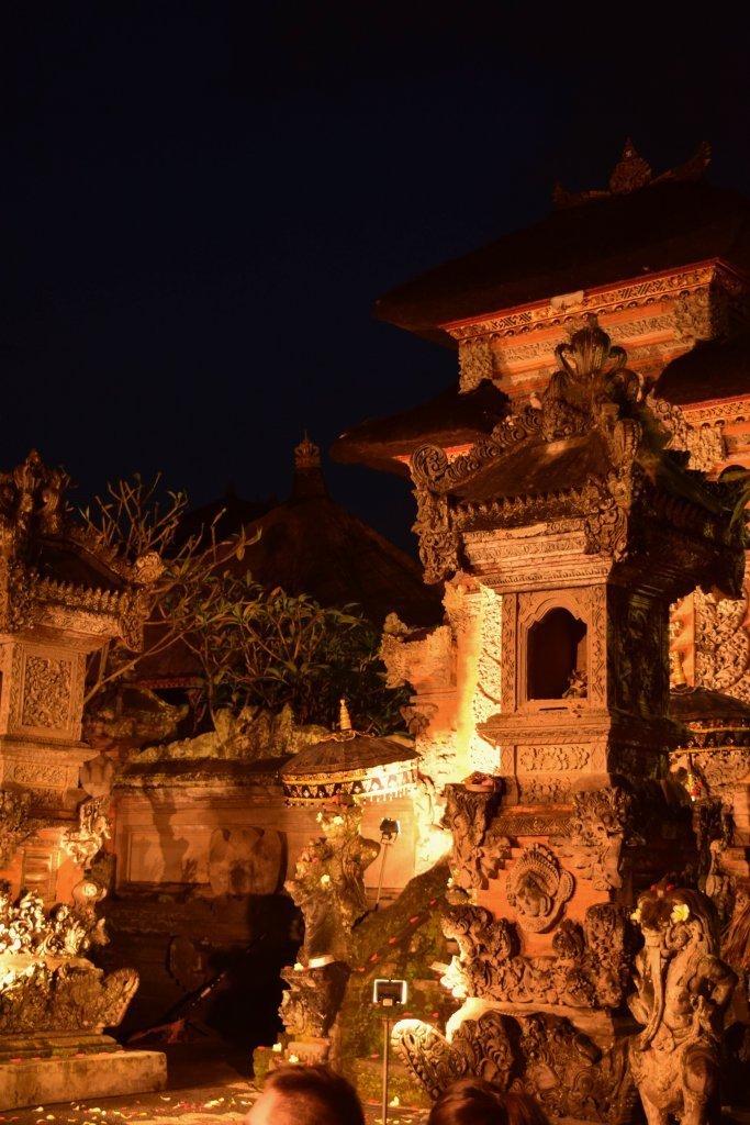 Il Puri Saren Agung durante uno degli spettacoli serali di danza.